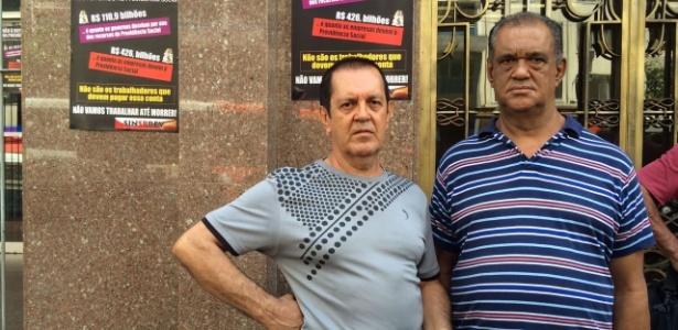Reinaldo (esq) e o irmão foram até uma agência do INSS, mas o local estava fechado