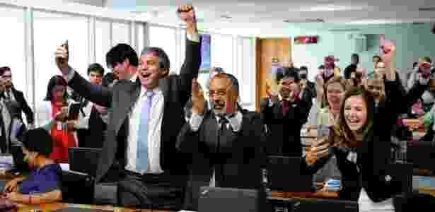 20.jun.2017 - Senadores da oposição comemoram rejeição ao texto da reforma trabalhista na Comissão de Assuntos Socias (CAS) do Senado - Marcos Oliveira/Agência Senado - Marcos Oliveira/Agência Senado