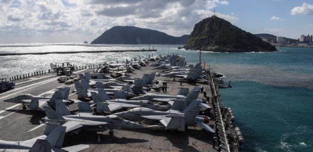 Porta-aviões USS Ronald Reagan nas águas da península coreana em outubro de 2017