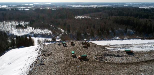 Vista aérea do lixão de Iadrovo, em Volokolamsk, na Rússia -  Dmitry Serebryakov/AFP