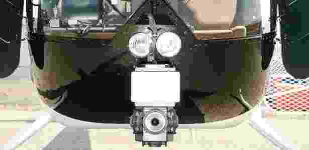 Um helicóptero Robinson R44 equipado com radar de imagem e câmera de 360 graus pela SkyRyse, uma startup que espera tornar o voo autônomo prontamente disponível, em Tracy, Califórnia - Jason Henry/The New York Times - Jason Henry/The New York Times