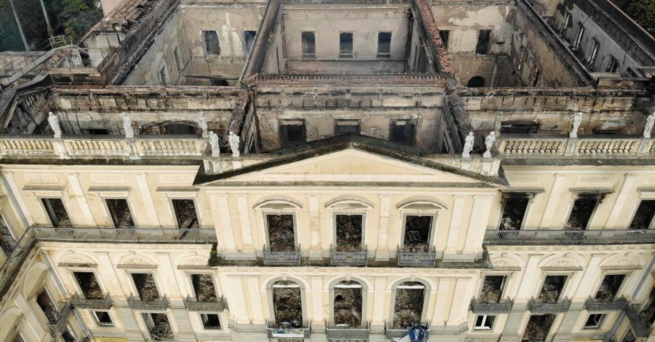Resultado de imagem para imagens do incendio no museu nacional