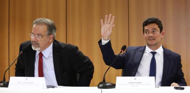 7.nov.2018 - O juiz Sergio Moro e o ministro Raul Jungmann concedem entrevista no Palácio da Justiça