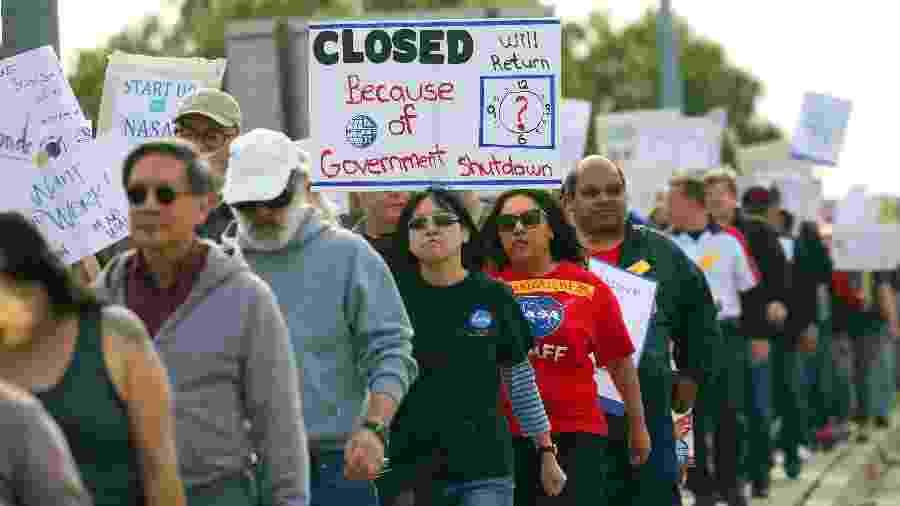 Funcionários protestam em frente ao Ames Research Center da NASA em Mountain View, Califórnia (EUA) - Jim Wilson/The New York Times