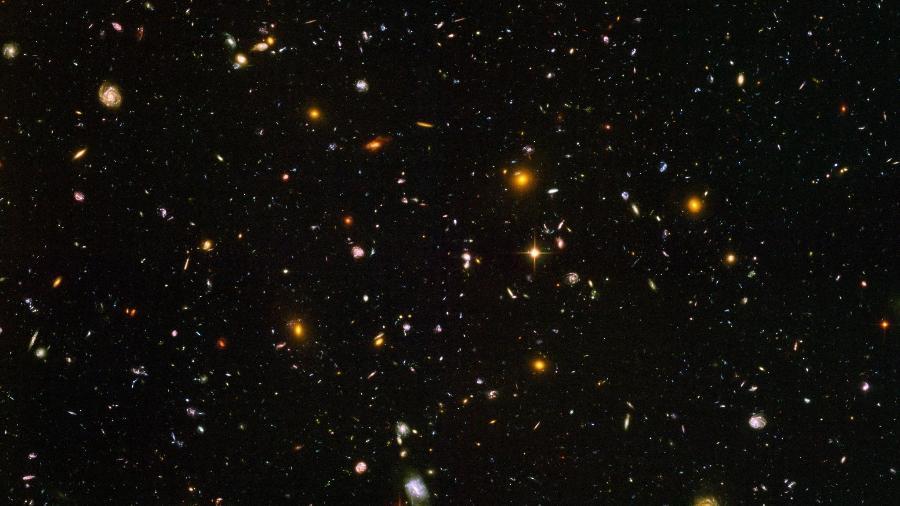 A visão de 10 mil galáxias em uma única imagem. O Campo Ultraprofundo do Telescópio Hubble foi criado a partir de 800 fotos feitas entre 2003 e 2004  - Divulgação/NASA, ESA, S. Beckwith e HU