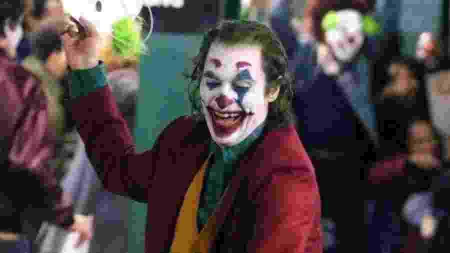 (Divulgação/Warner Bros) As risadas do Coringa são histéricas e perturbadoras. - Divulgação/Warner Bros