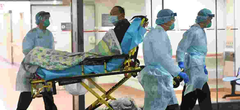 Paciente com suspeita de estar infectado com o coronavírus internado no hospital Prince of Wales, em Hong Kong, na China - Imagem/Reuters
