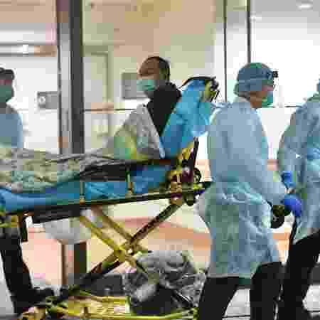 22.jan.2020 - Paciente com suspeita de estar infectado com o coronavírus internado no hospital Prince of Wales, em Hong Kong, na China - Reuters