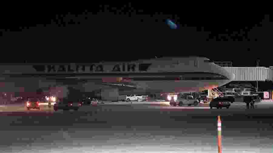 Avião fretado pelo governo dos EUA para evacuar americanos da ameaça do novo coronavírus - Kerry Tasker/Reuters