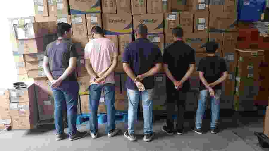 Homens detidos sob suspeita de terem furtado insumos hospitalares  - Divulgação/Polícia Civil