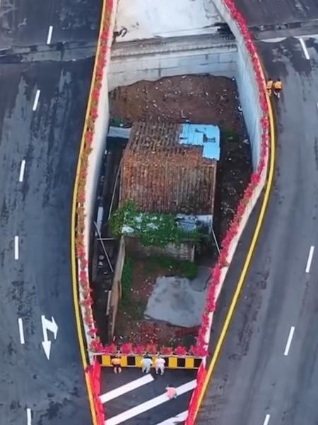 Viaduto tem desvios e se abre para manter a casa - Reprodução/YouTube