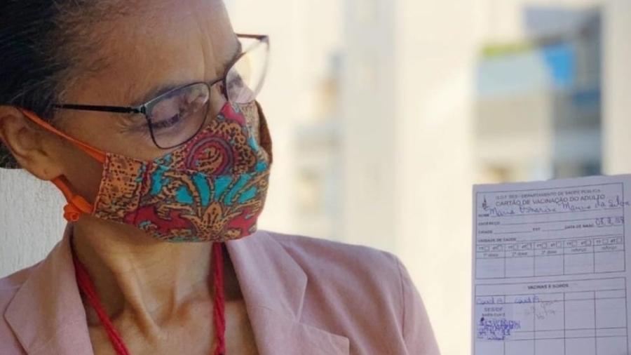 Aos 63 anos, Marina Silva recebeu a primeira dose da vacina contra a covid-19 no Distrito Federal - Reprodução / Twitter
