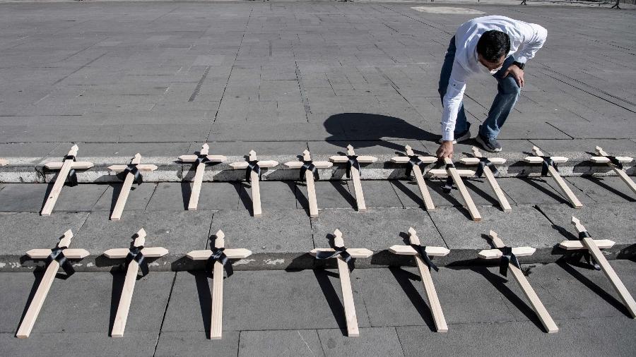 Chile registra menos de 4 mil casos de covid nas últimas 24h, um dos números mais baixos desde que a pandemia se agravou em março - Martin Bernetti/AFP