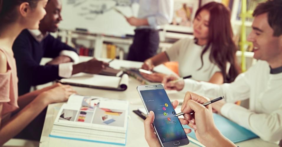 13.ago.2015 - Com tecnologia super Amoled (1440x2560 pixels), o celular Galaxy Note 5 apresenta uma tela de 5,9 polegadas, maior do que as 5,7 da versão anterior