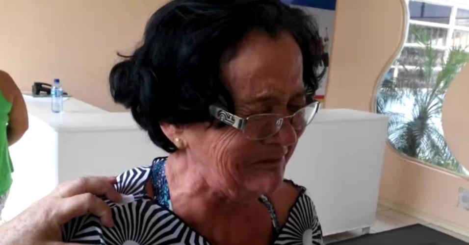 """9.nov.2015 - Ao ver o nome de seu filho em primeiro lugar na lista oficial de desaparecidos na tragédia de Mariana (MG), Maria Nilza Vieira Albino, 57, se desesperou. Maria Nilza é mãe de Samuel Vieira Albino, 33, empregado da Geotécnica, empresa terceirizada que trabalhava para a Samarco. """"Aí, meu Deus. Eu quero meu filho, vivo ou morto, eu quero meu filho"""", disse"""