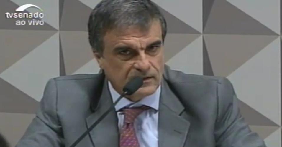 """29.abr.2016 - O advogado-geral da União, José Eduardo Cardozo, disse que vai apresentar uma defesa  """"massuda"""", com mais de 300 páginas, na comissão especial de impeachment, que analisa a cassação da presidente Dilma Rousseff"""