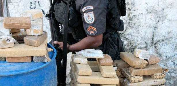 Drogas apreendidas em operação no morro São José Operário, no Rio de Janeiro
