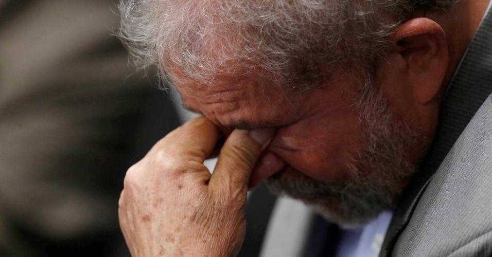 29.ago.2016 - O ex-presidentre Luiz Inácio Lula da Silva acompanha da galeria do Senado Federal, em Brasília, a defesa da presidente afastada, Dilma Rousseff, no processo de impeachment