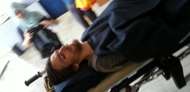 Andrew Gaskell é atendido em hospital da Malásia após ser resgatado