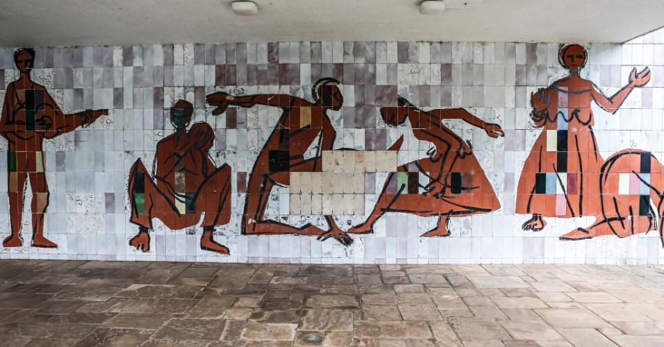 17.mar.2017 - Detalhe de um dos painéis decorativos na área de piscinas do Sítio Paiquerê