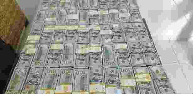 Polícia apreendeu 500 mil dólares com suspeito de lavagem de dinheiro - Polícia Federal / Divulgação