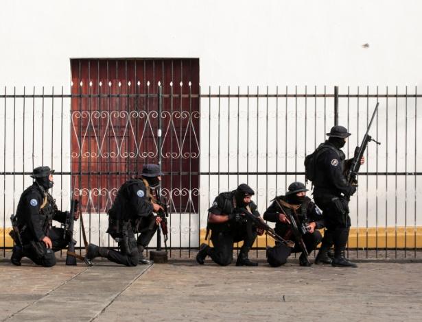 Forças da Nicarágua cercam igreja com estudantes dentro - Oswaldo Rivas/Reuters