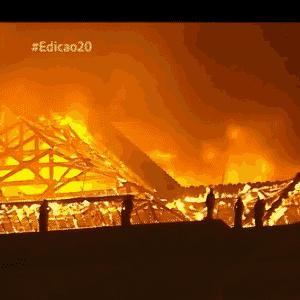 2.set.2018 - Corpo de Bombeiros trabalha no incêndio no museu nacional do Rio - Reprodução/GloboNews