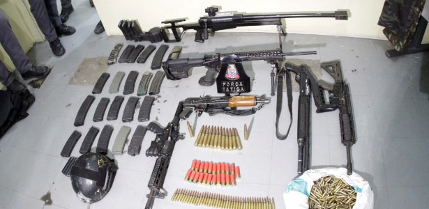 A PM apreendeu seis armas, munição, carregadores, roupas camufladas, coletes e capacete a prova de balas - Denny Cesare/Código 19/Estadão Conteúdo