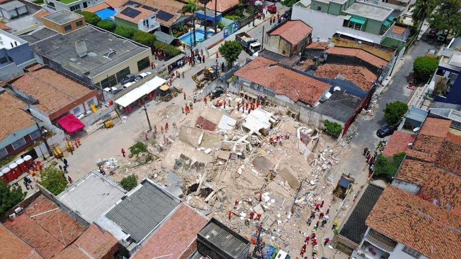 Resultado de imagem para Sobe para seis o número de mortos em desabamento de prédio em Fortaleza