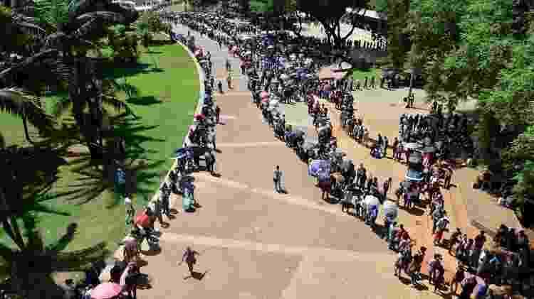Mutirão do Emprego no centro de São Paulo, em 2019: estimativa é que mais de 15 mil pessoas aguardaram em fila - Felipe Souza/BBC News Brasil