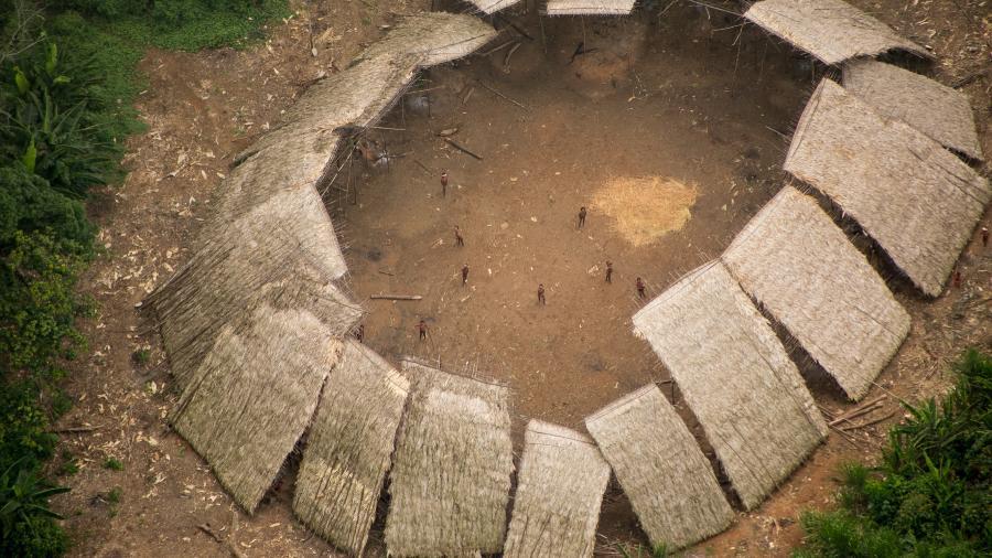 Imagem aérea feita pela Funai de indígenas Yanomami que vivem isolados em Roraima - Acervo Funai/FPEYY