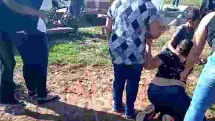 Durante enterro da mãe, Talytta se desesperou e vídeo viralizou nas redes - Acervo pessoal - Acervo pessoal