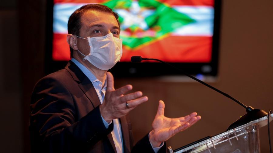 O governador de Santa Catarina, Carlos Moisés, está afastado pela segunda vez por causa de pedidos de impeachment - Maurício Vieira/Secom/Governo de Santa Catarina