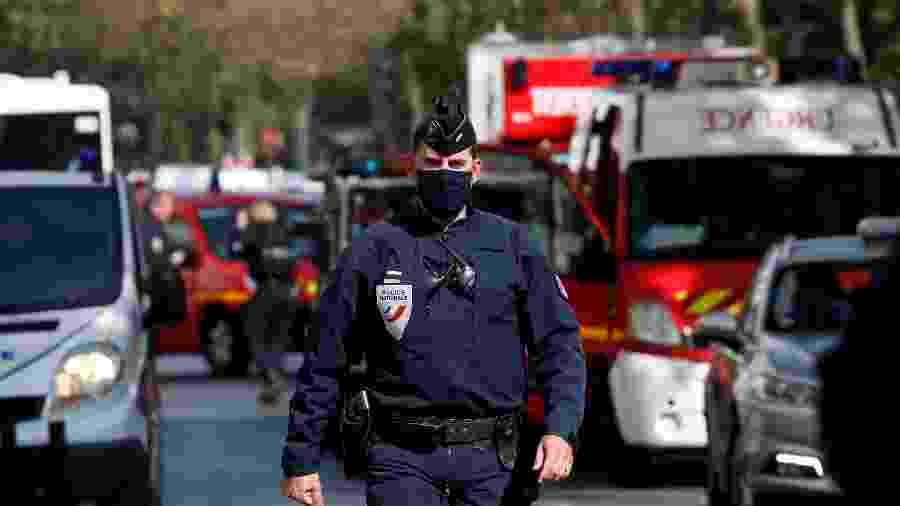 Operação policial nas proximidades da antiga redação da revista Charlie Hebdo, em Paris - GONZALO FUENTES