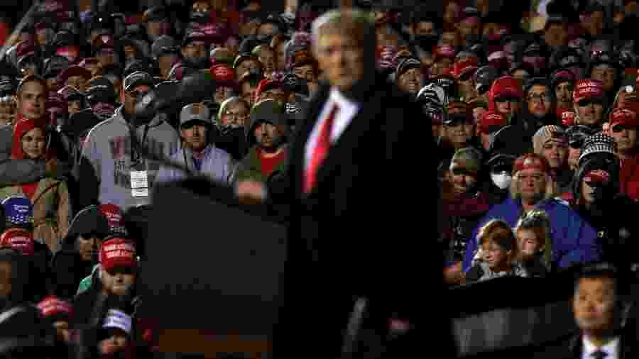 Donald Trump e plateia sem máscara em comício nesta semana em Minnesota - REUTERS/Leah Millis