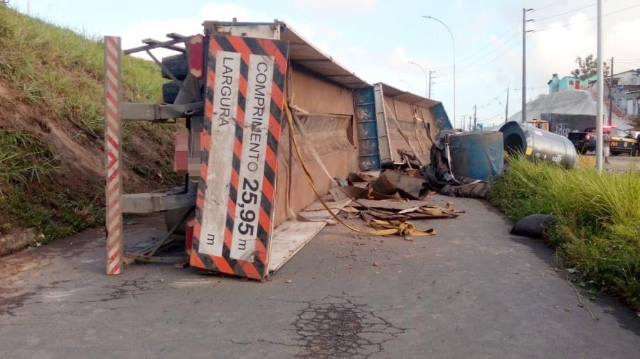 Incidente aconteceu no bairro do Ibura; motorista e outro suspeito também se feriram - PRF/Divulgação