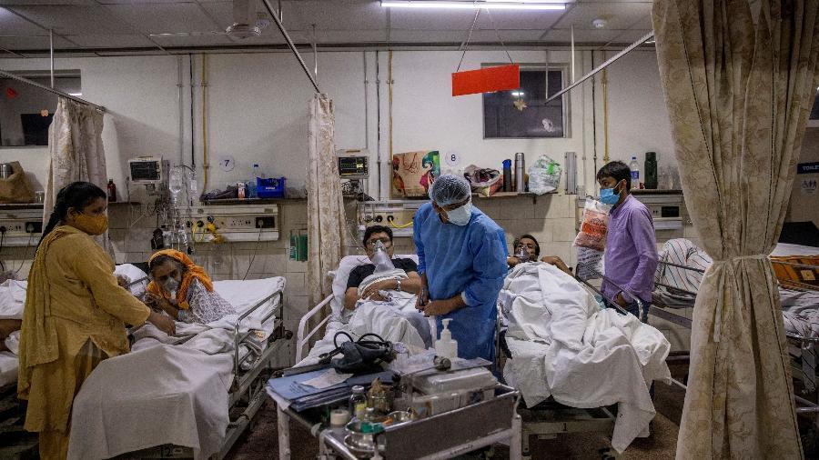 Atendimento a pacientes com covid-19 no Holy Family Hospital, em Nova Déli; Índia supera 250 mil mortes registradas por covid-19 - Danish Siddiqui/Reuters