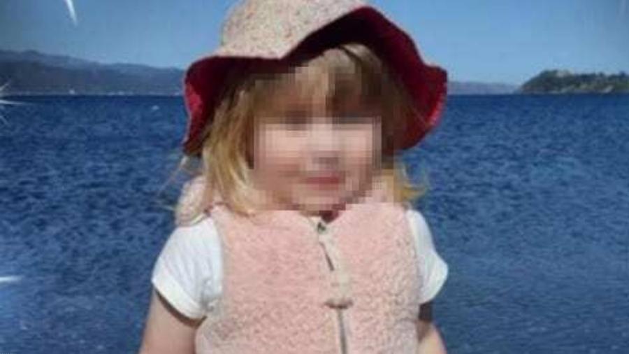 Amberlie Pennington-Foley, de 3 anos de idade, morreu tragicamente enquanto brincava com o pai em um parquinho na Nova Zelândia - Reprodução
