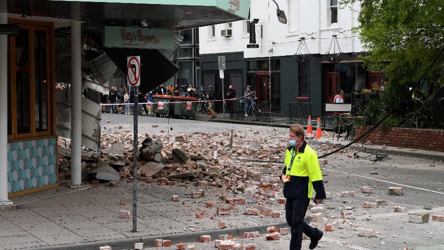 Imóvel fica parcialmente destruído em Windsor, bairro de Melbourne, após um terremoto de magnitude 5.9 atingir o sudeste da Austrália - AAP Image/James Ross/REUTERS
