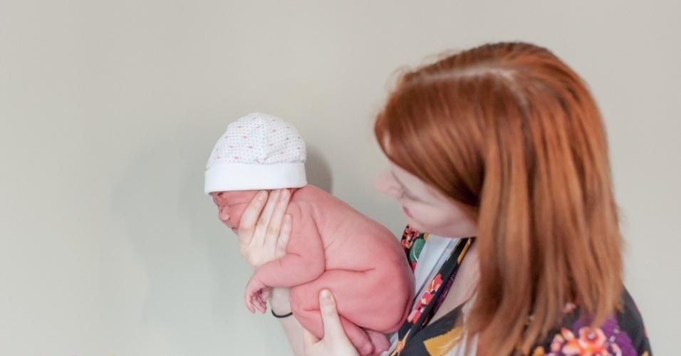 """15.set.2015 - """"Eu estudei para ser parteira quando tive a ideia de fotografar nascimentos"""", diz. Ela é a primeira fotógrafa especializada em registrar nascimentos na Holanda"""