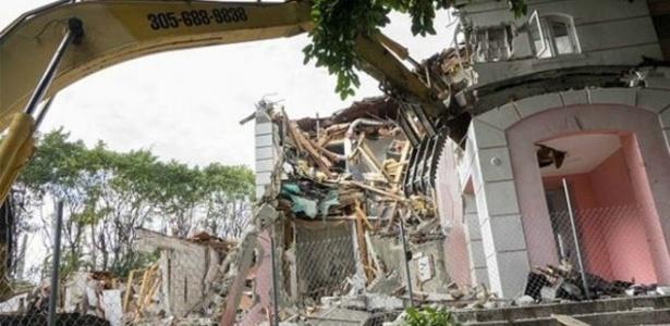 Casal americano demoliu casa de Escobar para desvendar mistérios da construção