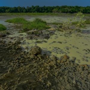 Barragem de resíduos da mineradora Rolando Comércio de Areia no Rio Paraíba do Sul, em Jacareí, dois dias após o rompimento