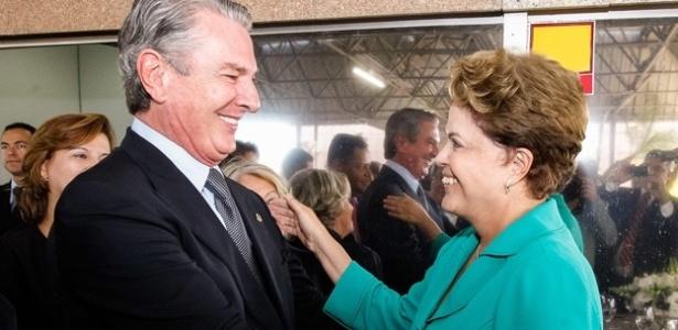 Encontro entre o senador Fernando Collor e Dilma Rousseff em foto sem data - Facebook/Reprodução