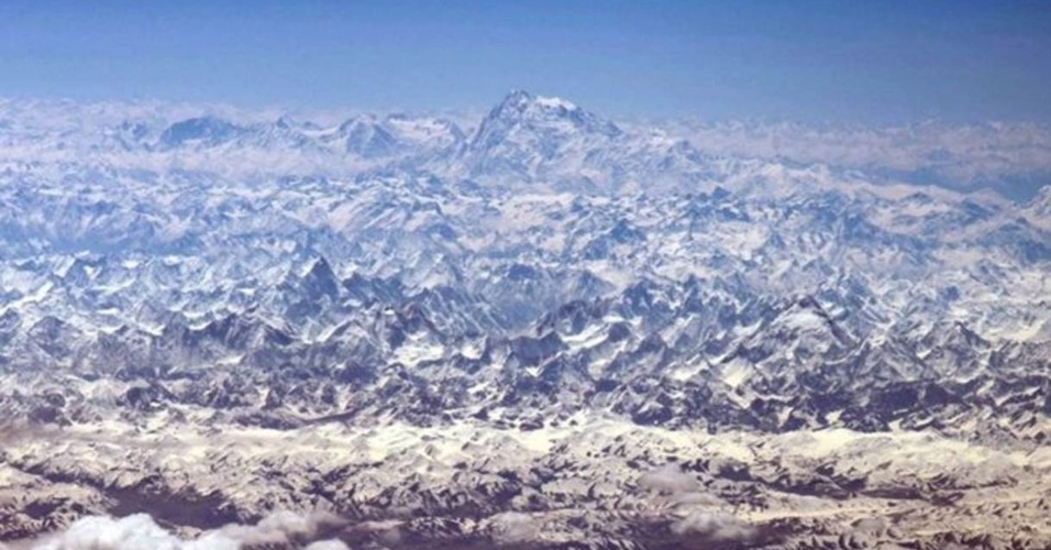 """10.jun.2016 - """"A variedade incrível de picos brancos do Himalaia"""", destacou Williams, um dos cinco astronautas dos Estados Unidos, Europa e Rússia que participam de uma missão especial na Estação Espacial Internacional"""