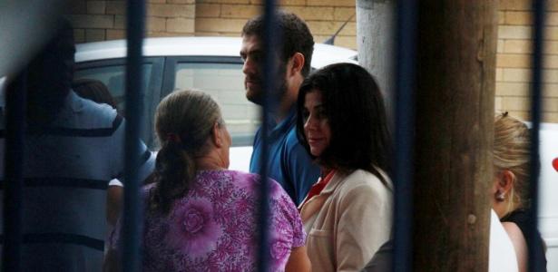 Rosinha, de casaco claro, foi ao complexo de Bangu visitar o marido preso