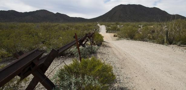 """Área da fronteira entre EUA e México que é parte da reserva da tribo Tohono O""""odham - Nick Cote/The New York Times"""