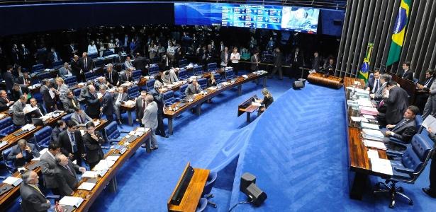 A PEC foi aprovada em 1º turno pelos 75 senadores presentes no plenário em 26 de abril