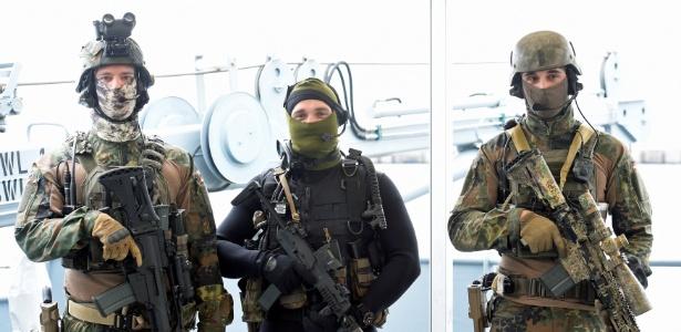 Abril de 2017: soldados das forças especiais alemãs exibem suas armas,