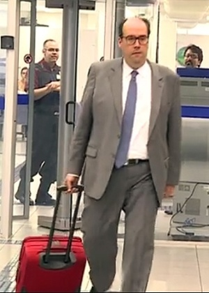Ricardo Ferreira de Melo, advogado de Frederico Pacheco, foi flagrado pela TV Globo no momento em que levou o dinheiro em uma mala até uma agência da Caixa