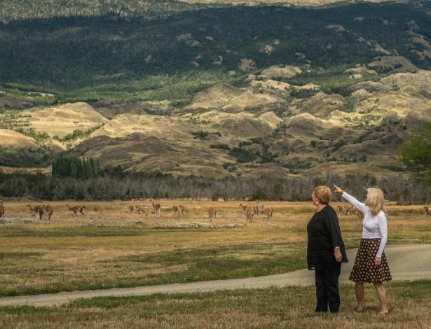 A presidente do Chile, Michelle Bachelet, e Kristine McDivitt Tompkins participam de cerimônia de inauguração do Parque Nacional da Patagônia, no Chile